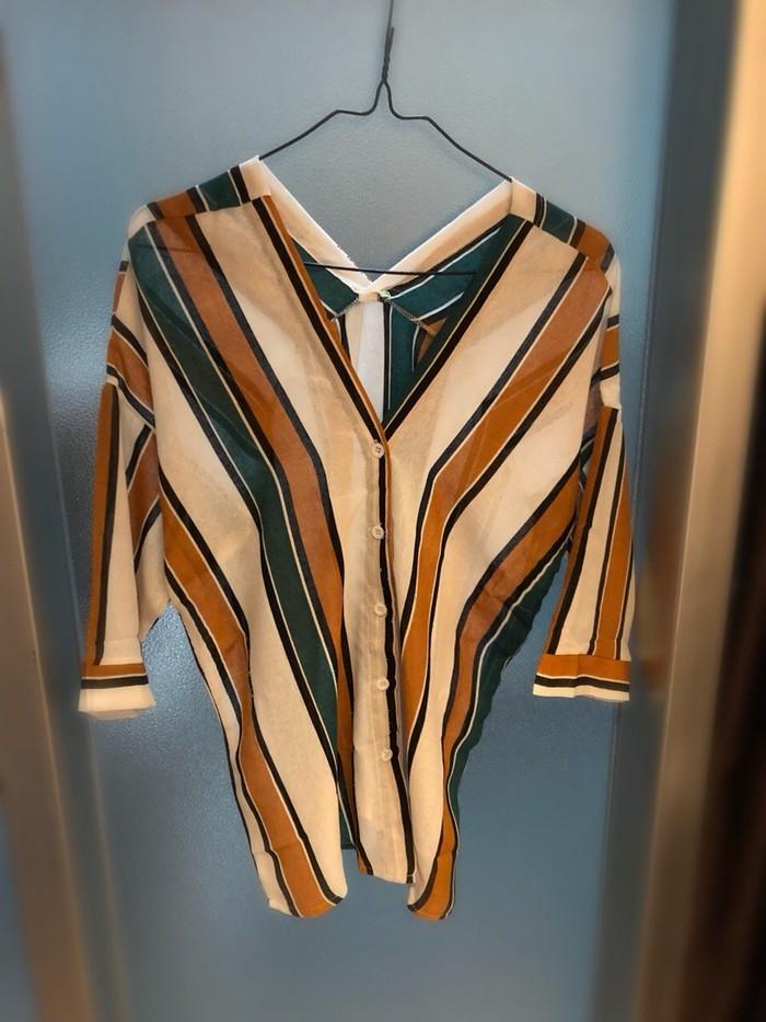 春夏はヘビロテ確定♡抜き襟が可愛い!涼し気なストライプシャツはいかが?