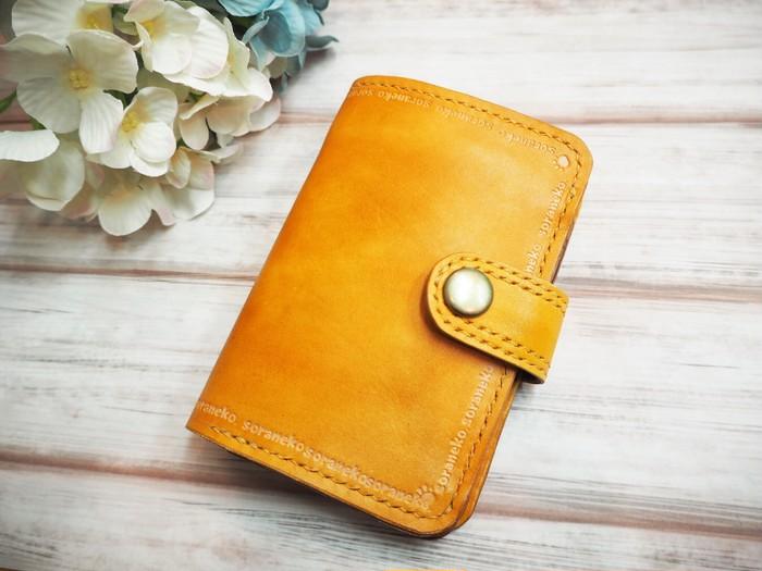 北海道から。手染めの革財布
