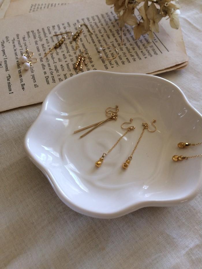 華奢で繊細なチェコグラスゴールドビジューのイヤリング