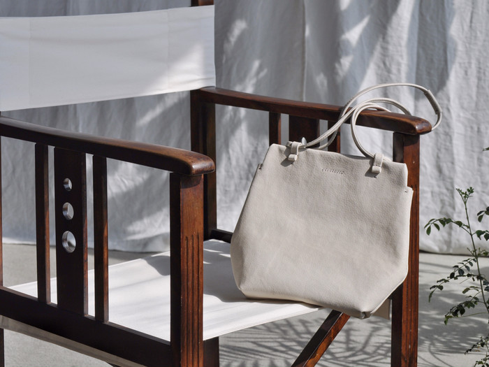 春のお出かけに♪白い豚革のショルダーバッグ