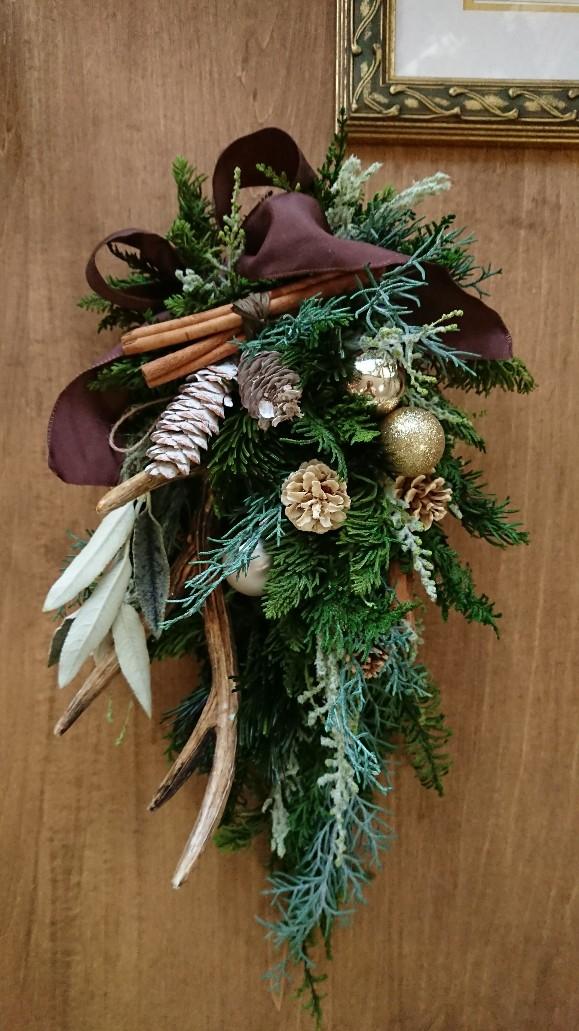 プリザーブドリーフをたっぷり使った ナチュラルカラーのクリスマススワッグ