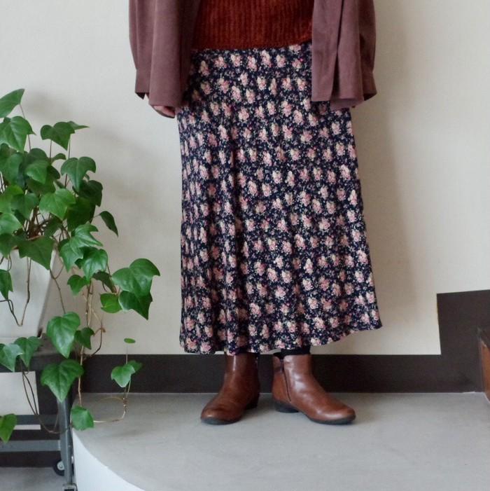 冬こそ花柄スカートを揺らして可愛く♩