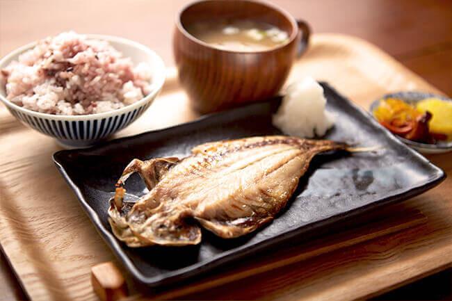 朝食を考えてみる。ちょっと早起きしてゆったりとした時間の中で朝食、こんな日本の朝食いかがですか?