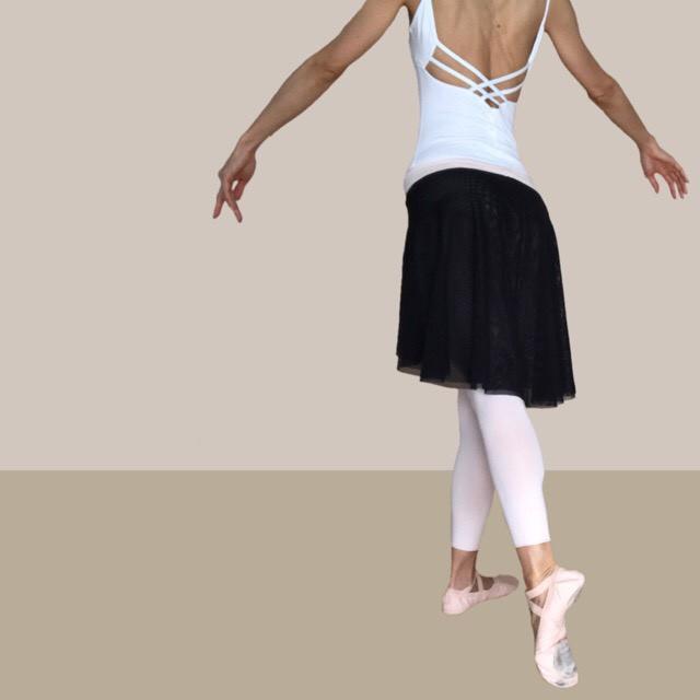 シンプルシックな大人のためのプルオンタイプ・バレエスカート
