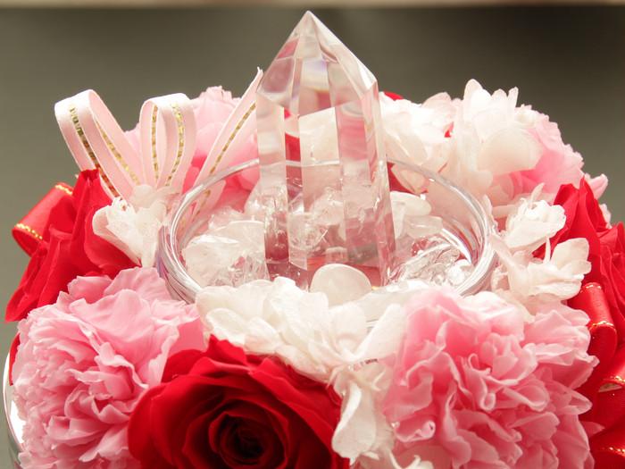 水晶とプリザーブドフラワーの可愛らしい贈り物