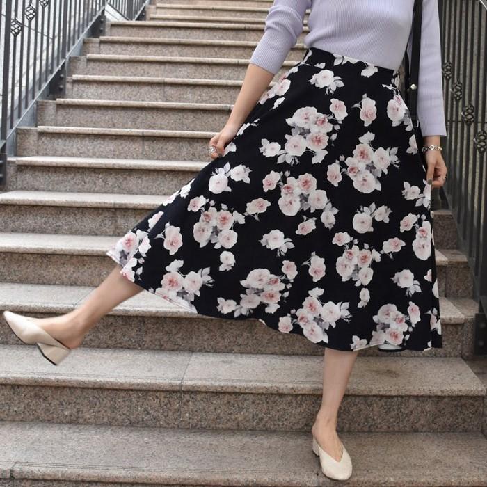 気分はもう春!今から着られる花柄フレアスカート