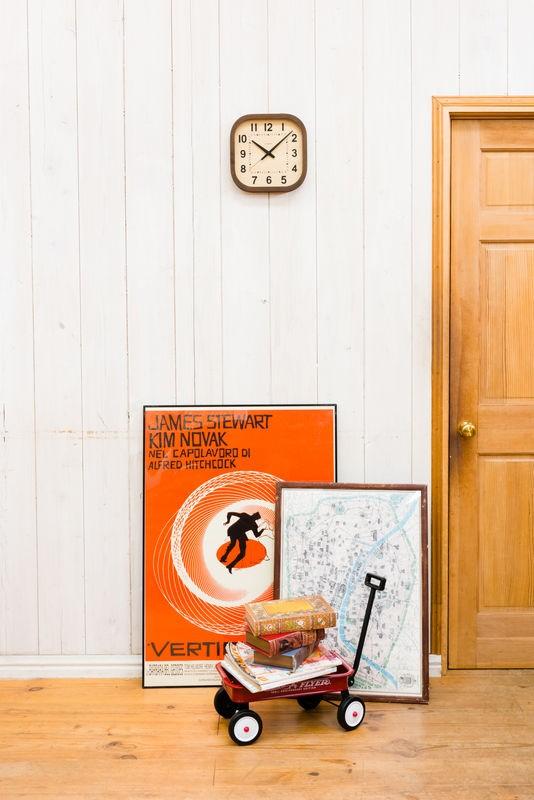 温かみのある雰囲気を創り出す掛け時計