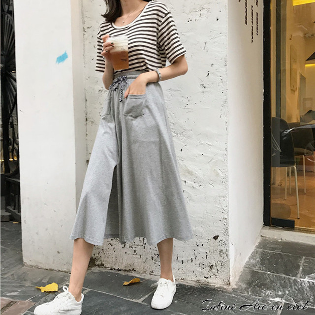 暑く湿気のある夏は、涼し気なハイウエストスカートによる女性らしさをアピールしてみませんか?