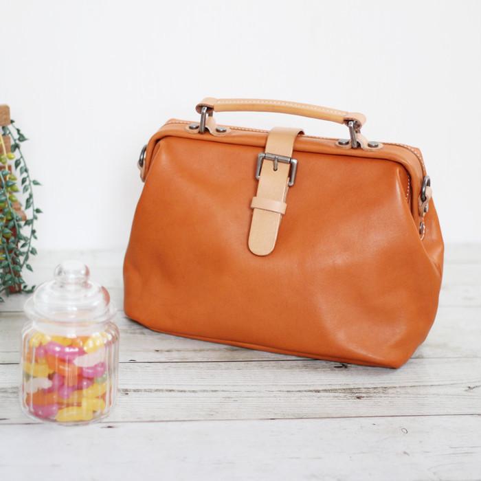シンプルなデザインでずっと愛用できる本革ドクターバッグ。使用することで育っていく革の魅力に萌え♡