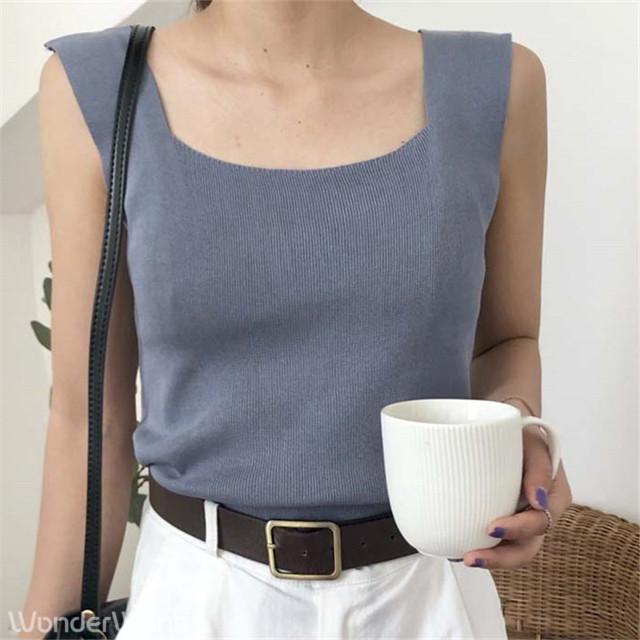 スクエアネックでデコルテすっきり!シンプルで着まわしやすい一枚です。