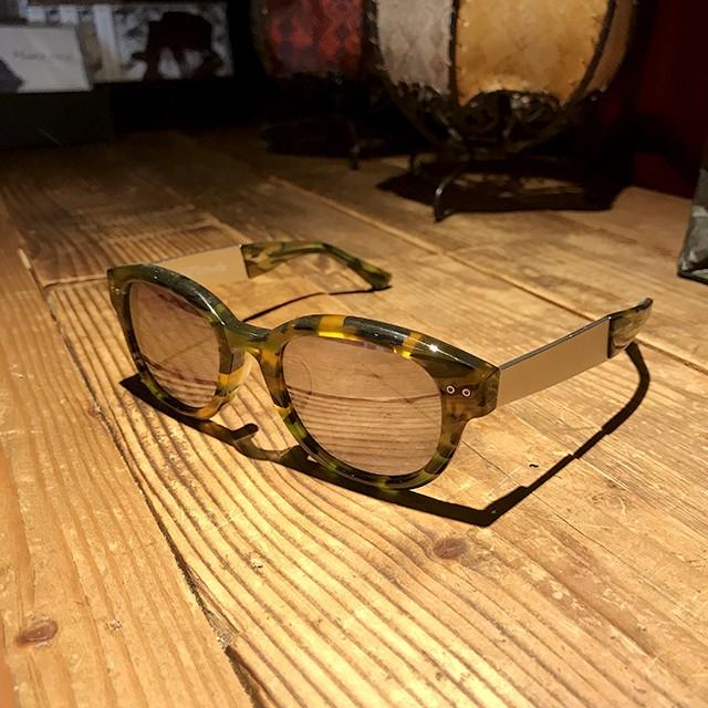 曇り空でも要注意!日差しが弱くても意外と紫外線が強いんです。夏はいつでもサングラスを掛けましょう!!