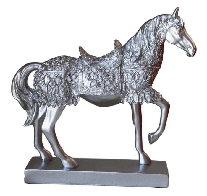 優雅で縁起の良い、馬の置物