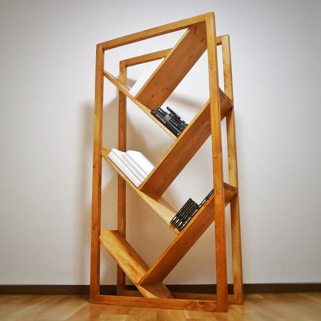 個性的な本棚に本を飾りませんか?天然木の本棚「本の成る木」