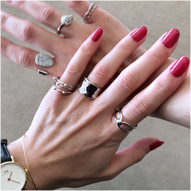 オシャレは手元から♡シンプルなsilver ringでこの夏は決まり!