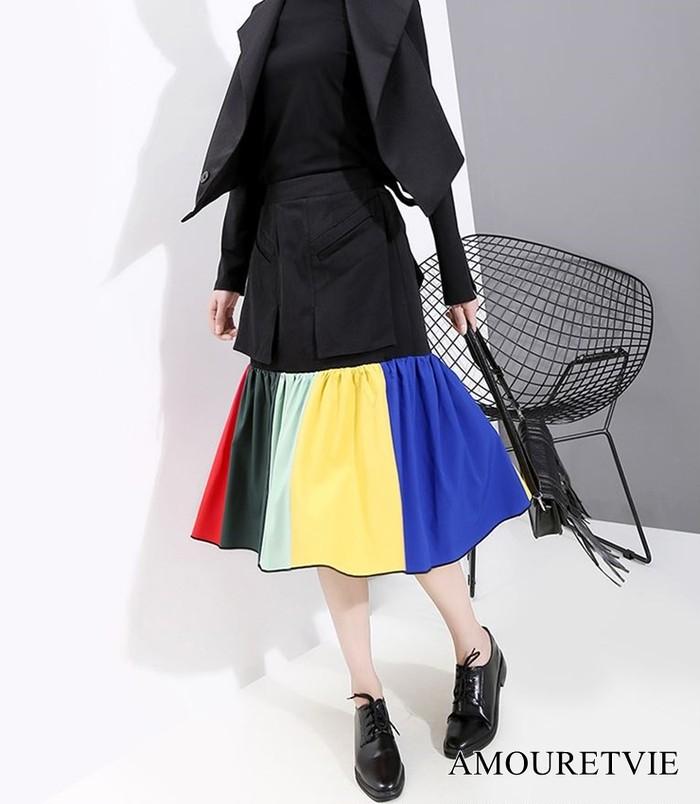 カラフルなスカートが夏から秋にかけての季節の移り変わりを鮮やかに表現♪大人カジュアルな一着☆