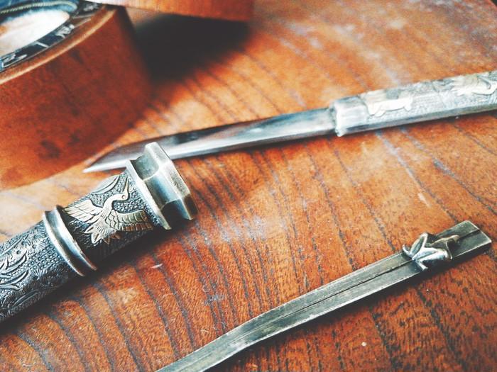 歴史を感じる一品。李氏朝鮮時代に上流階級の女性が護術用に身につけていた小型刀
