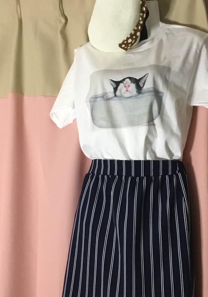 気まぐれな作家「気まぐれお猫さま」の可愛い白Tシャツ!