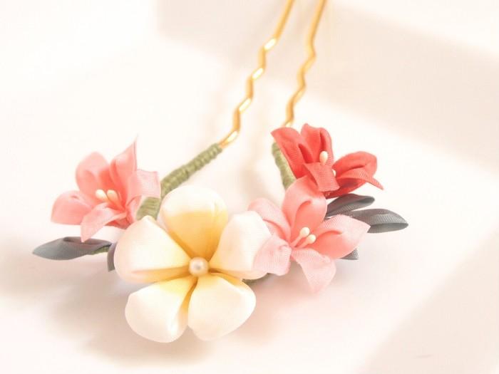 浴衣姿の仕上げにこの簪を!つまみ細工ピンクの小花簪