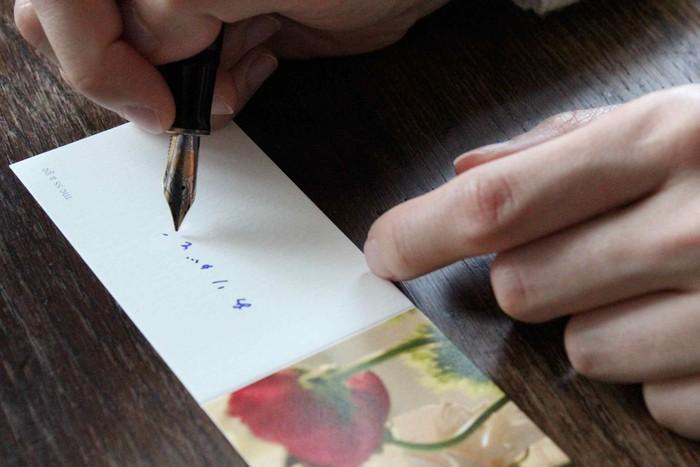 お母さんへの感謝の気持ち。ちっちゃなカードに書きしたためませんか。