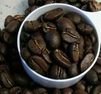 寒い朝に1杯のコーヒーはいかがですか? 心も温まる美味しいコーヒーをどうぞ。