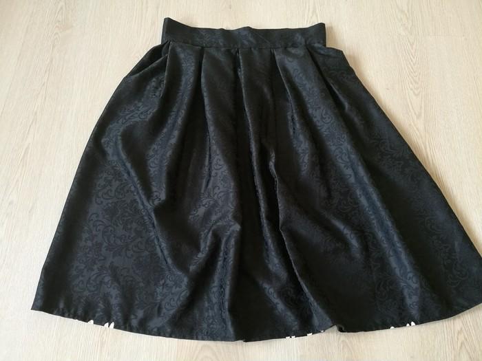 - ほんの少し変わった ボックス・プリーツスカート -