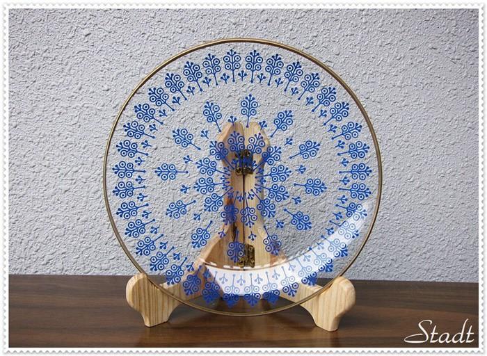 旧東ドイツの個性的な柄の涼やかなガラス皿