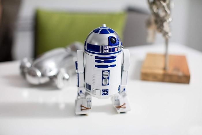 手のひらサイズで本物そっくり!映画スター・ウォーズのキュートなロボット『R2-D2™』