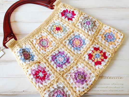 夏に持ちたい!カラフルなモチーフ編みのサマ―バッグ★