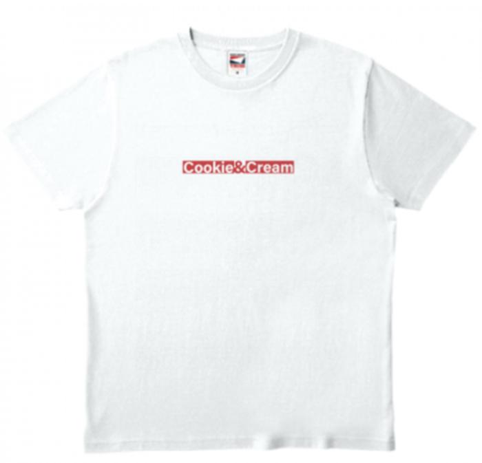 クッキー&クリーム字ロゴ入りホワイトTシャツ トップスとしても映えるアイテム