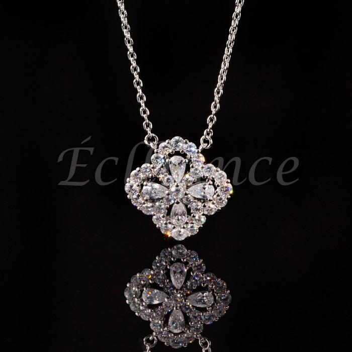 高いデザイン性が人気のネックレス【Luxury Flower Necklace】