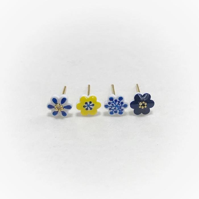 小さい北欧のお花をあなたの耳元に