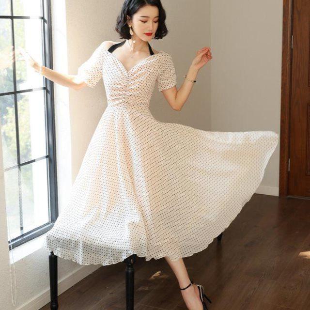 e1e69d5cc981d 派手すぎない可愛さ♡パーティーやお呼ばれにピッタリなドット柄のドレス ...
