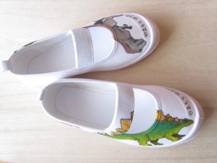 ゴシゴシ洗える 100%手描き 上履き「恐竜」