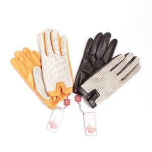 エリザベス2世の載冠式用手袋も手がけた、 1777年創業の手袋の最高峰『DENTS』