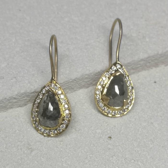 2ct以上のダイヤモンドが目を引く華やかな印象のインドジュエリー