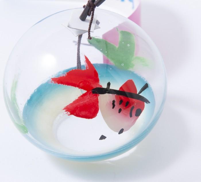 ひとりでさびしい?それとも自由?金魚の絵柄の江戸風鈴。
