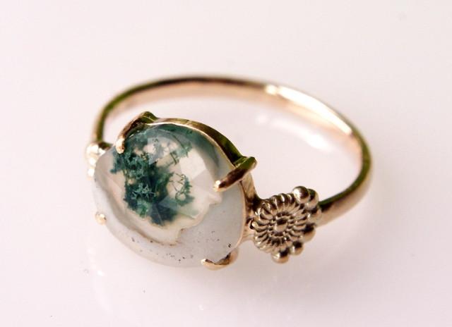 モスアゲートは緑深まる季節にぴったりの天然石!