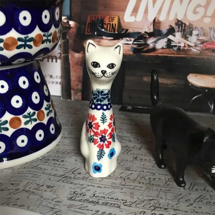 おしゃれな猫雑貨 北欧、ポーランド陶器のお座り猫のオブジェ