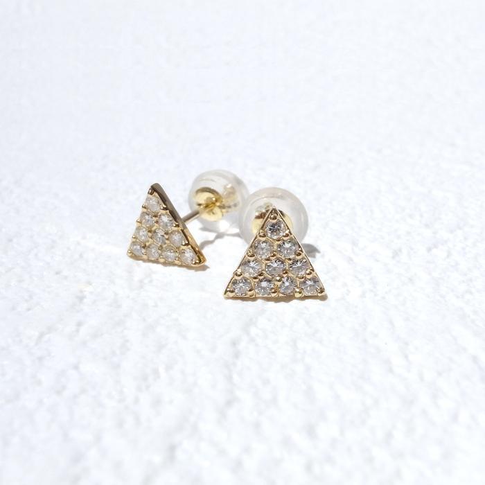 本物志向のアナタへ★天然ダイヤモンドが贅沢に10石も!キラキラ三角ピアスを身に付けませんか??