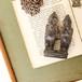 セヌフォ 双子の木像