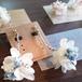 ピアス/ホワイトのお花にブルーを合わせた一輪の花ピアス/イヤリング