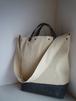 ホワイトデニム × グレーレザー のショルダートートバッグ