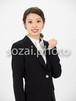 人物写真素材(rin-4187470/女性/スーツ/ガッツポーズ/上半身)