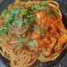 自家製ベーコンと玉ねぎ、ウンドゥイヤのピリ辛トマトソース(Kei風アマトリチャーナ)