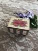 赤薔薇とムラサキシキブの実の小さいボックス