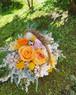 ミモザイエロー×ピーチオレンジのバスケットアレンジ