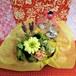 パープルのブリキの器にアレンジしたガーベラのプリザーブドフラワーと野菜や果物を使った焼き菓子8袋のギフトセット