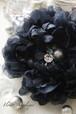 きらきらビジューの布花ブラックコサージュ