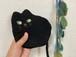 ジロリ黒猫のポーチ