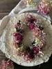 マゼンダカラーの芍薬と水無月のオーバルリース